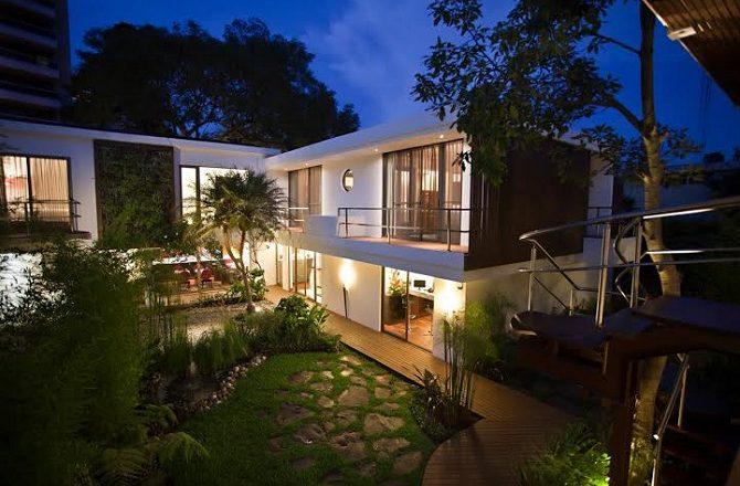 The garden of La Inmaculada hotel in Guatemala City