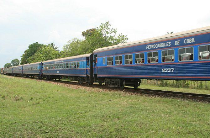 A Cuban passenger train mid-journey
