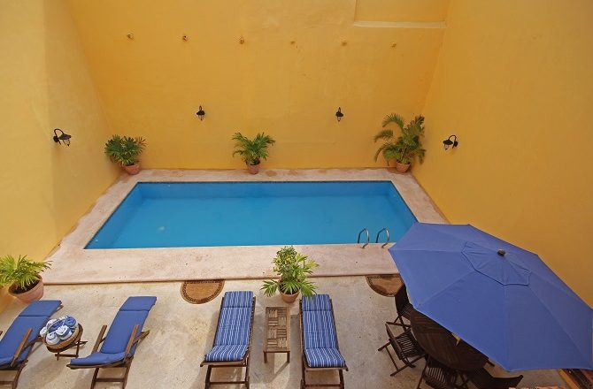 The swimming pool at Hotel Castelmar in Campeche