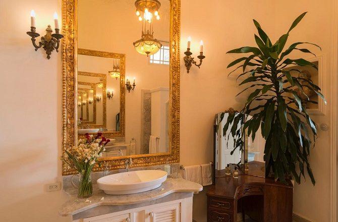 Bathroom at Plaza Vieja 1912
