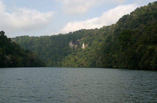 Rio Dulce boat trip enroute to Castillo de San Felipe
