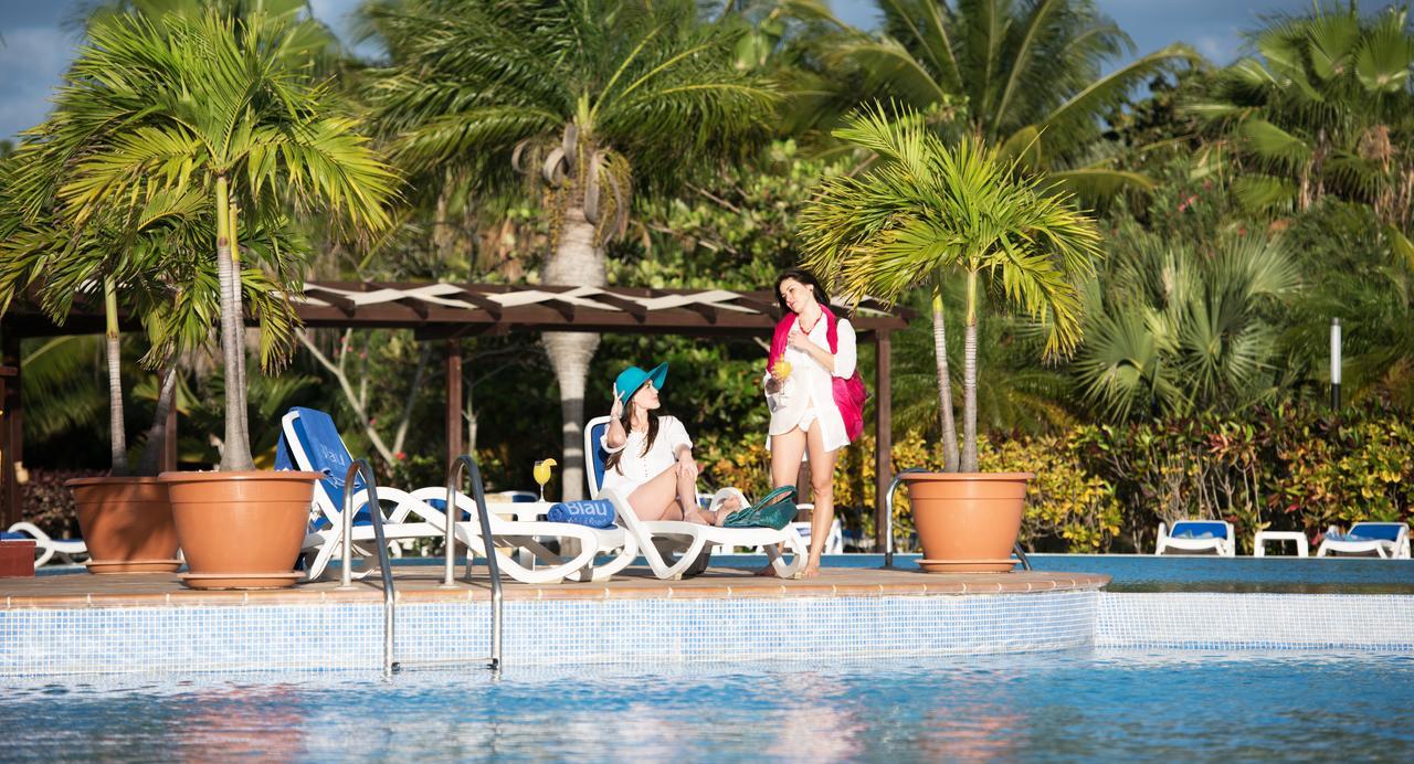 Couple at pool of Blau Varadero