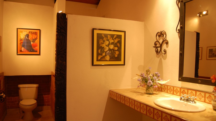 Bathroom at Candelaria Lodge hotel