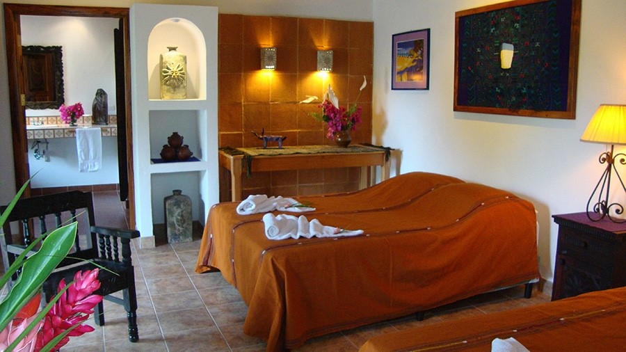 Double bed at Candelaria Lodge hotel