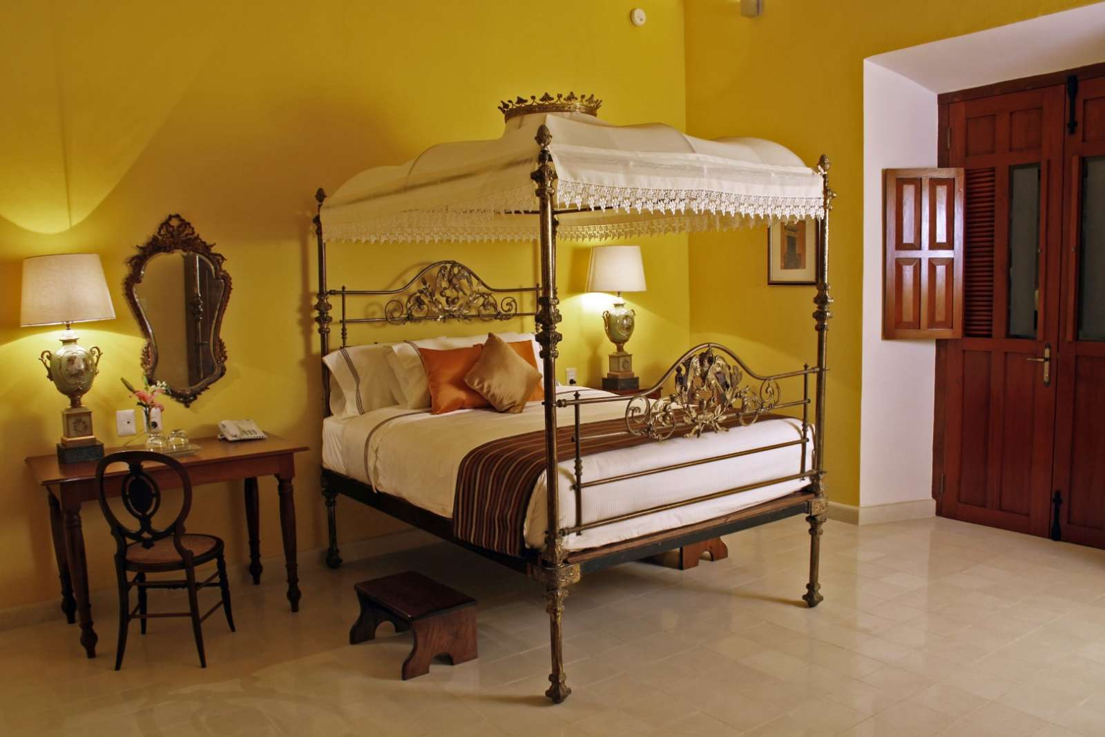Four poster bed at Casa Don Gustavo Campeche