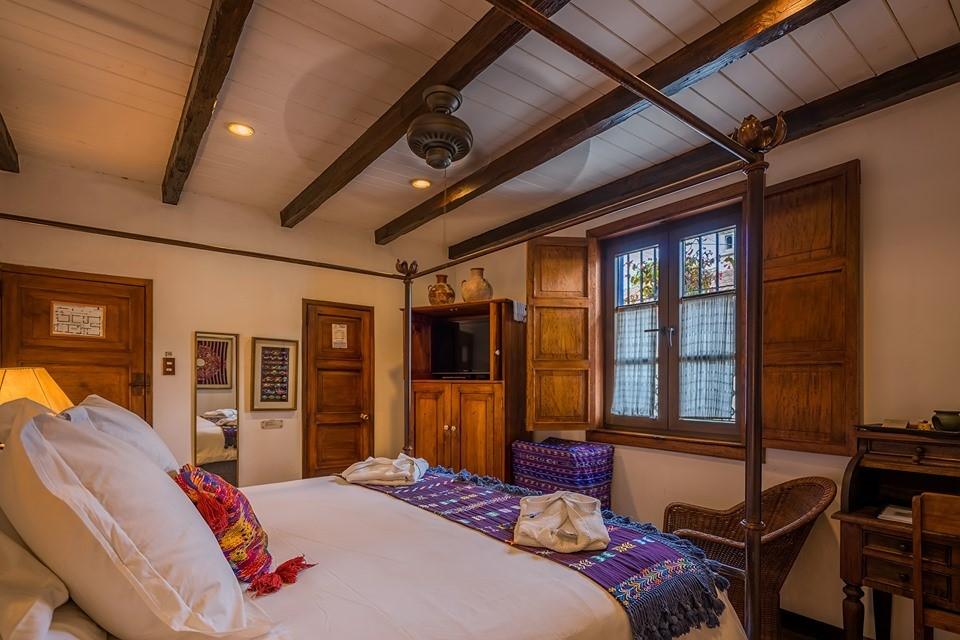 Room with fan at Casa Encantada in Antigua