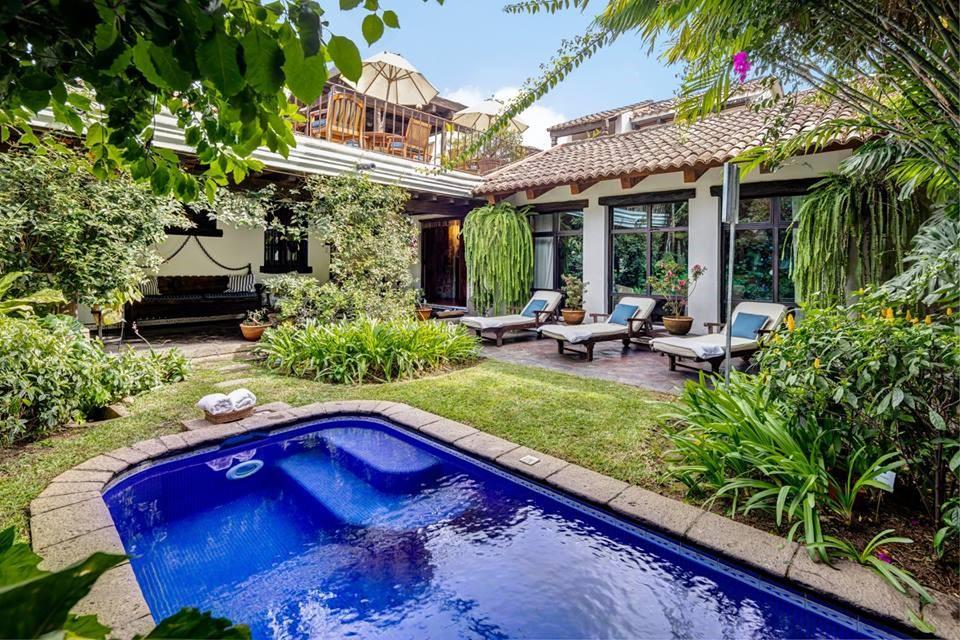 Swimming pool and garden at Casa Encantada in Antigua