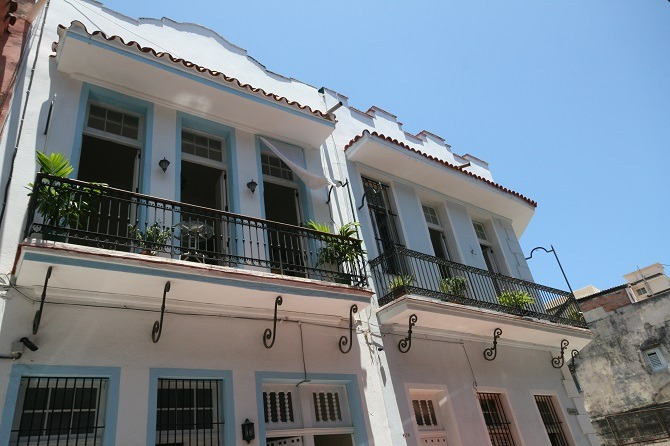 The exterior of Casa Azul Habana