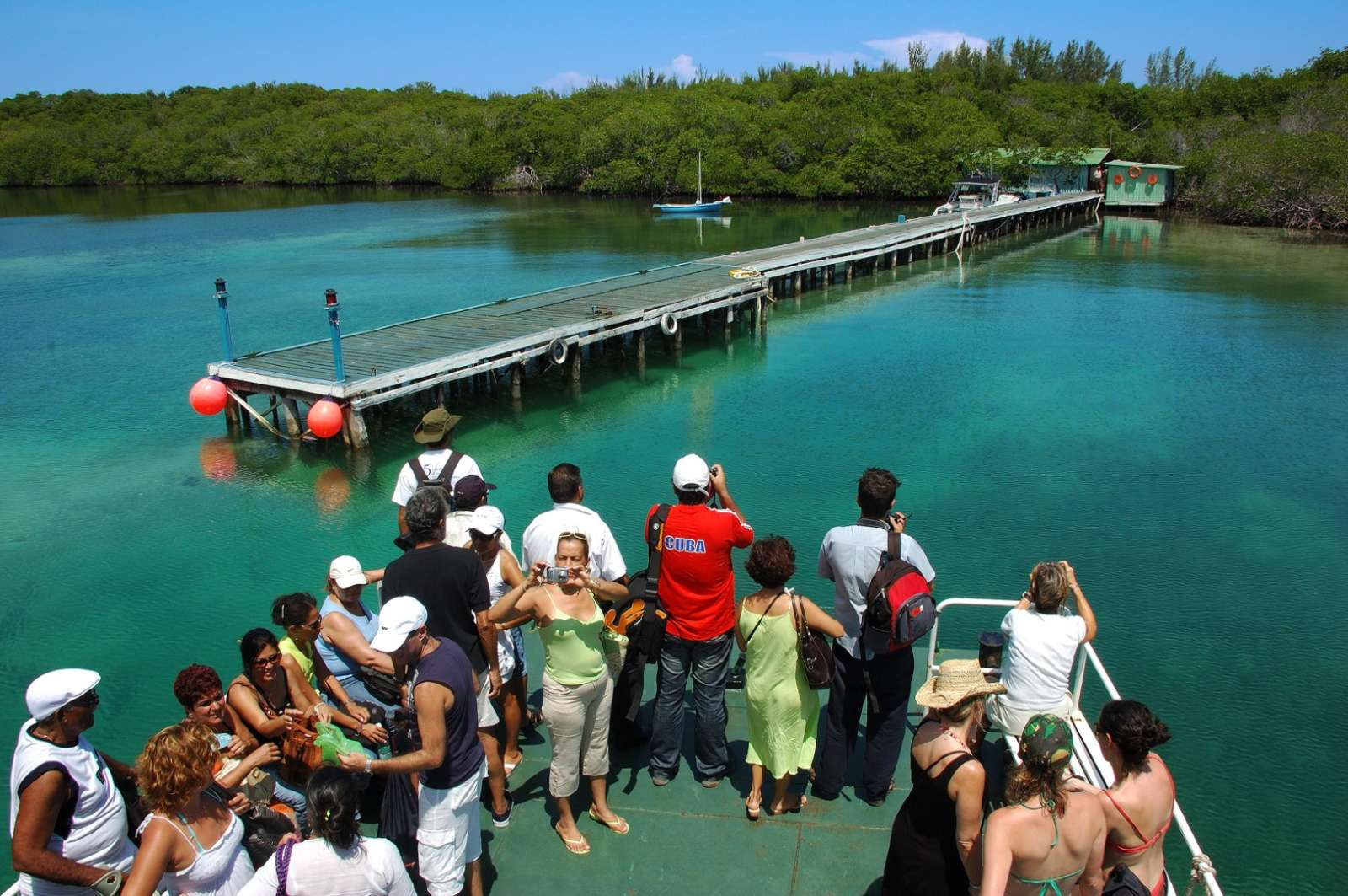 Arriving on Cayo Levisa by boat