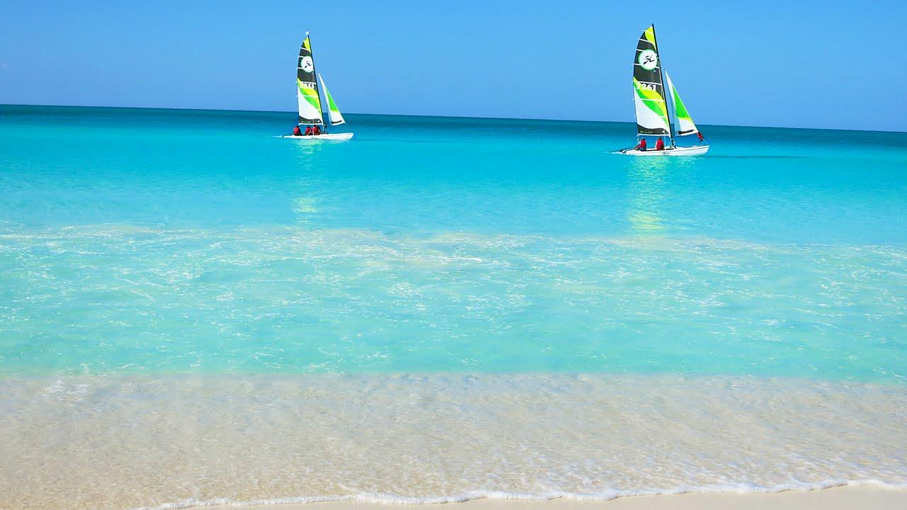 Kayaks sailing off Cayos de Villa Clara, Cuba