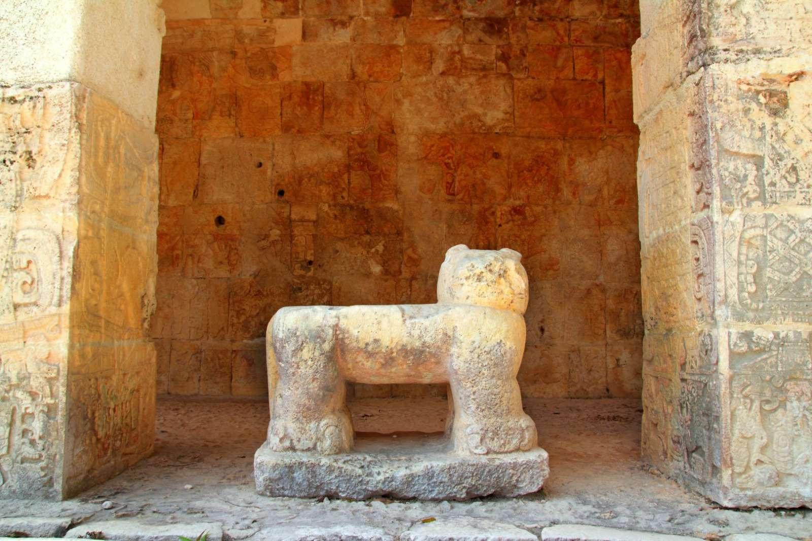 Statue of jaguar at Chichen Itza