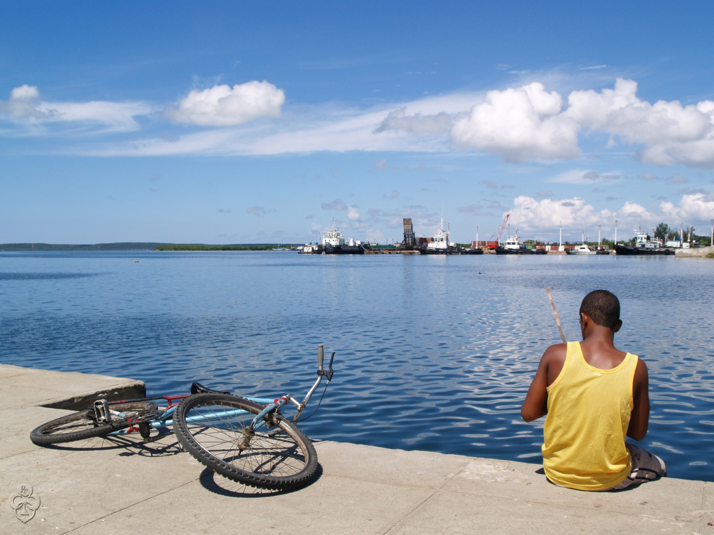 Man fishing in Cienfuegos