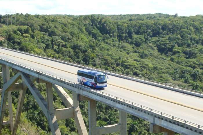 Cuba holidays by bus