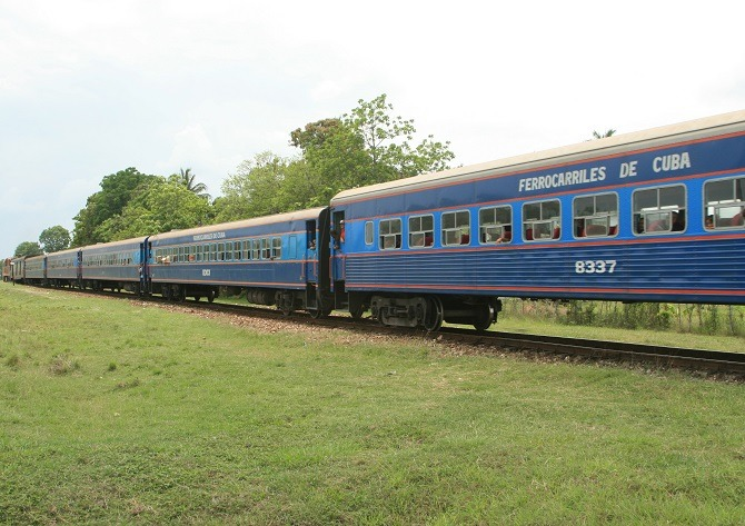 A Cuban passenger train mid-journey
