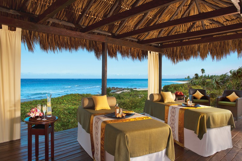 Massage beds with seaview at Dreams Tulum