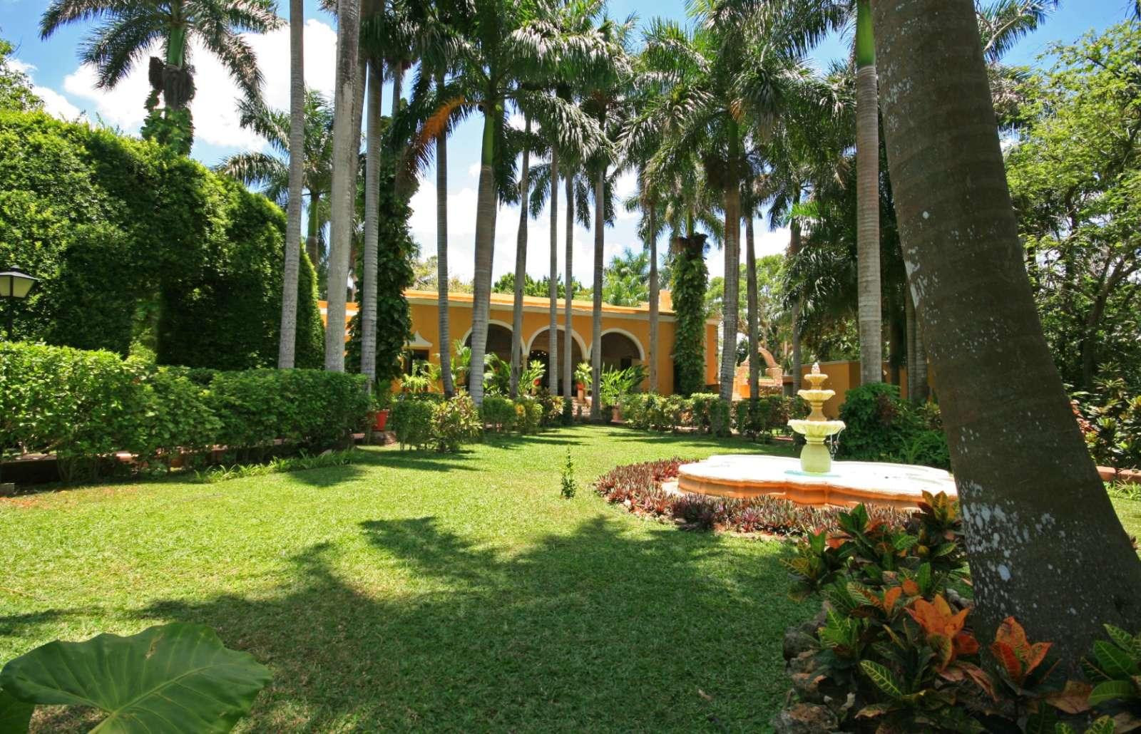 Hacienda Chichen Itza garden