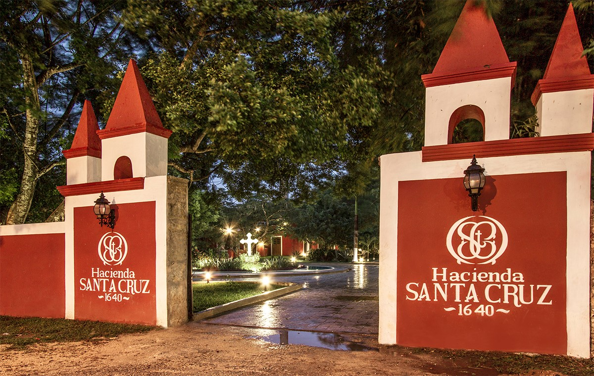 Entrance to Hacienda Santa Cruz