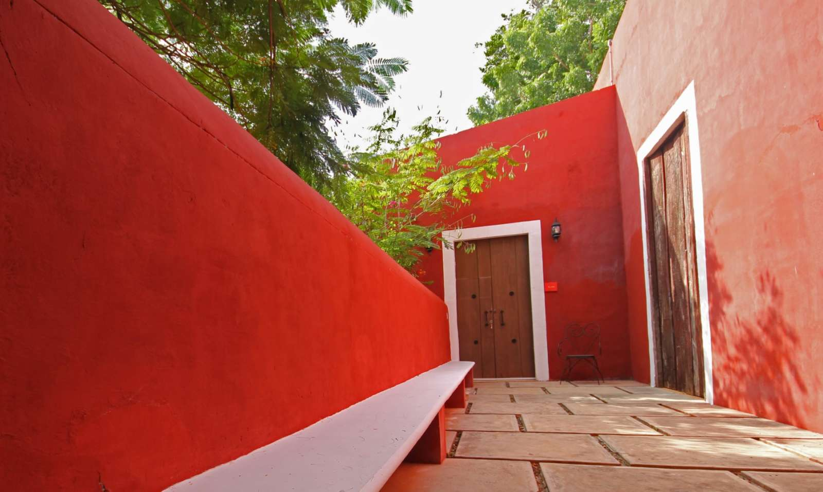 Red wall at Hacienda Santa Cruz