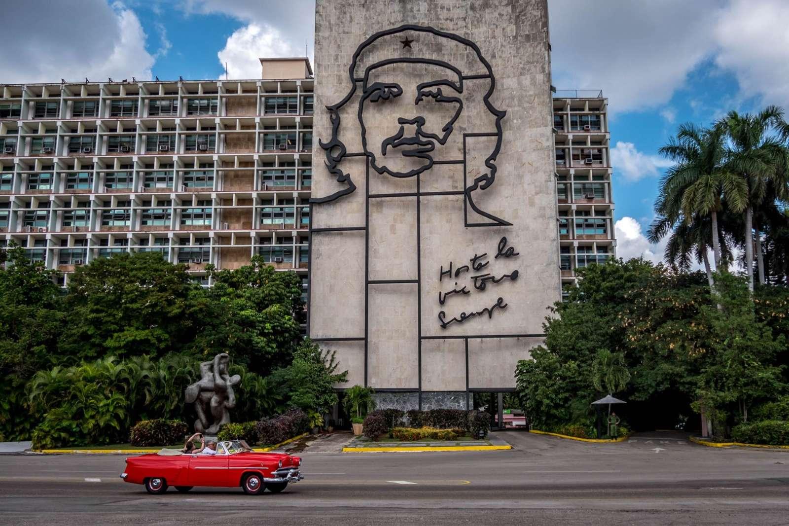 Mural of Che Guevara in Revolution Square, Havana