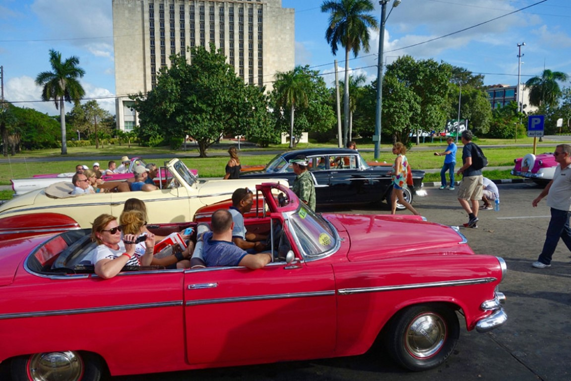 Havana walking and classic car tour
