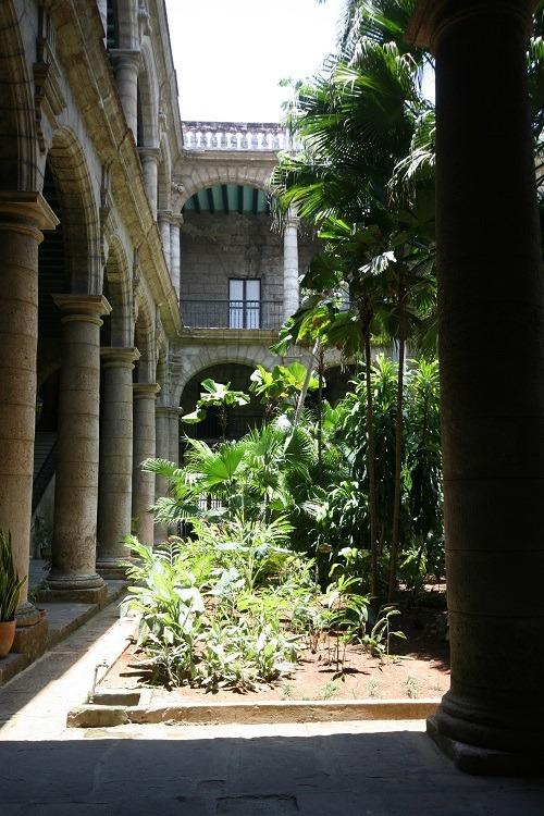 Palacio Los Capitanes Havana courtyard