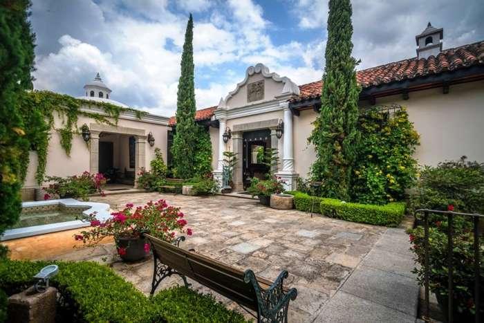 Heritage hotel in Antigua, Mexico