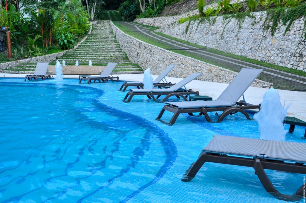 Swimming pool at Hotel Bolontiku