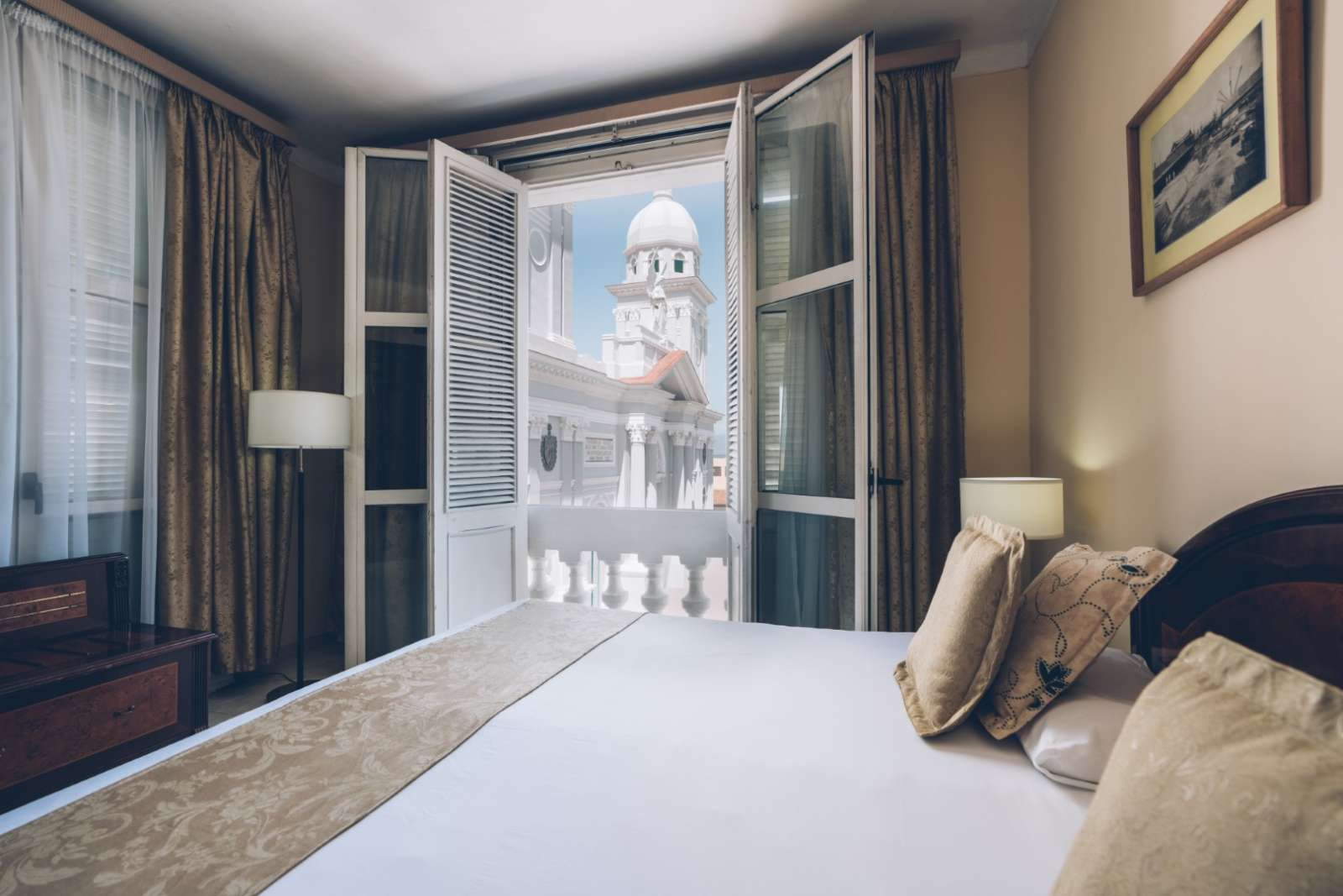 Bedroom with cathedral view at Iberostar Casa Granda