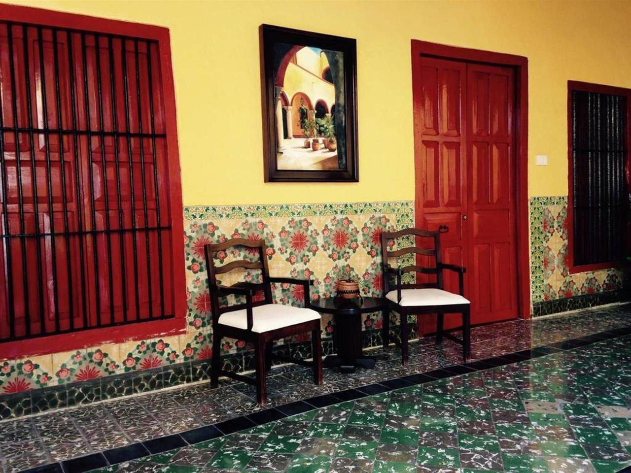 Chairs in corridor at Hotel Castelmar Campeche