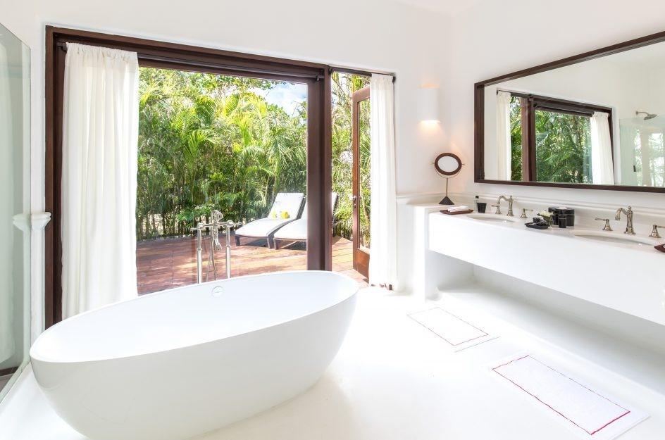 Bathtub at Hotel Esencia
