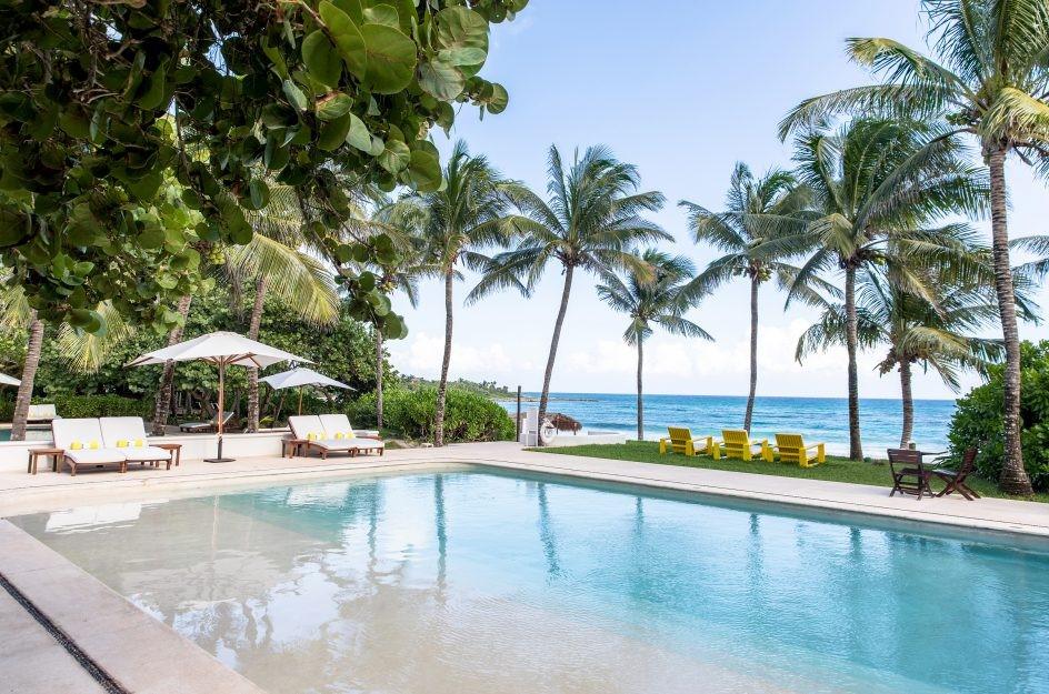 Swimming pool at Hotel Esencia