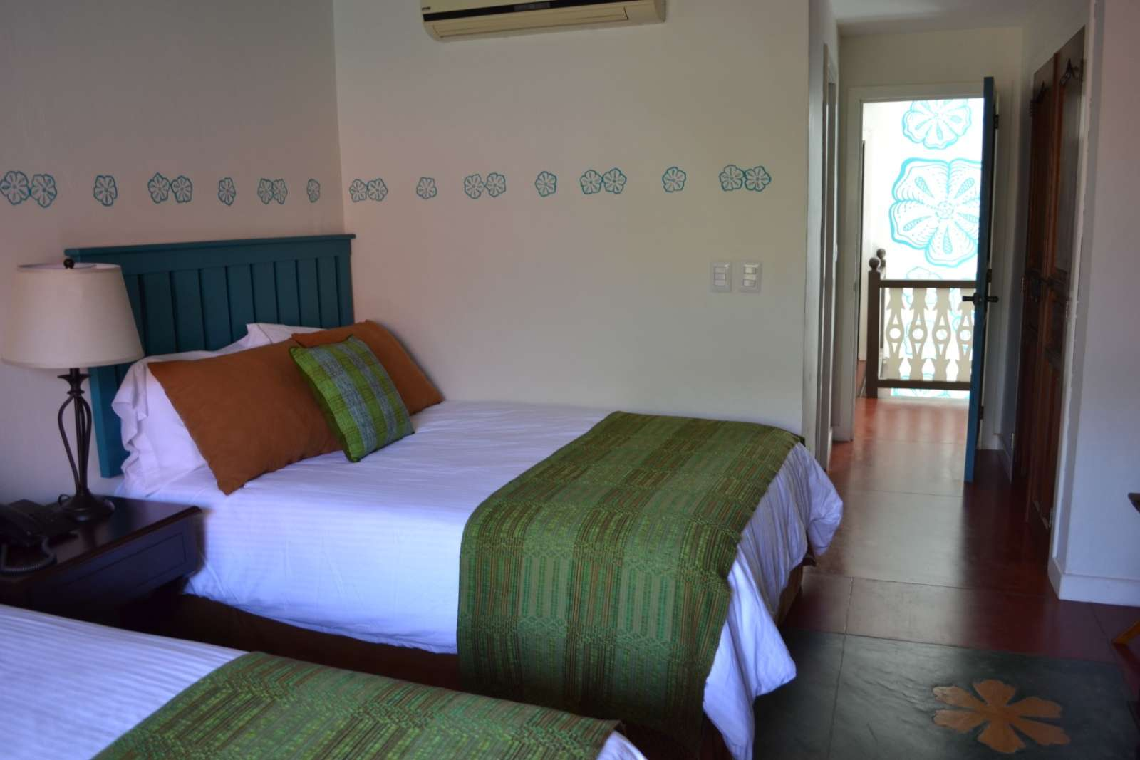 Twin room at Hotel Isla de Flores