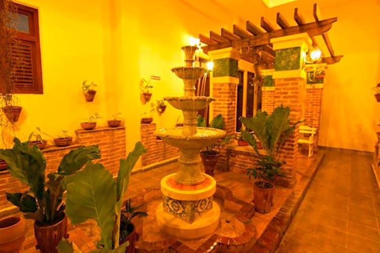 Courtyard of Hotel Royalton in Bayamo