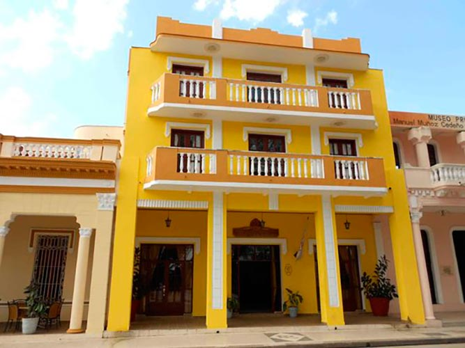Exterior of Hotel Royalton in Bayamo