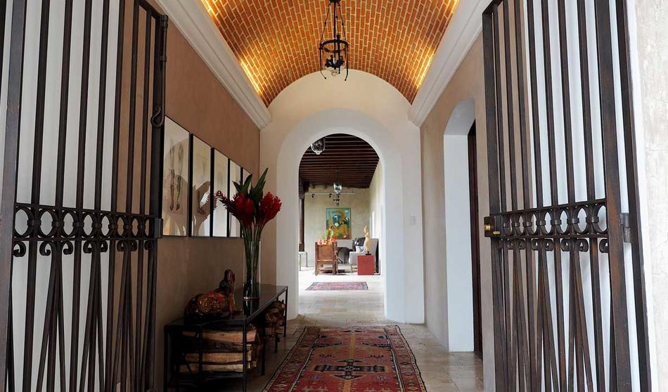 Entrance to Hotel San Rafael in Antigua