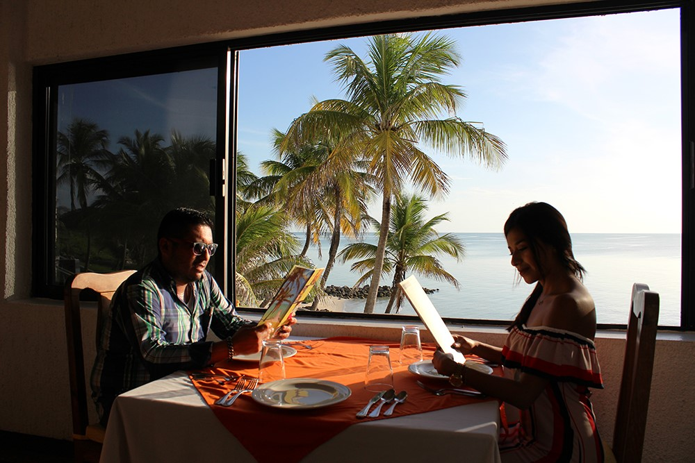 Hotel Tucan Siho Playa Campeche Restaurant Couple