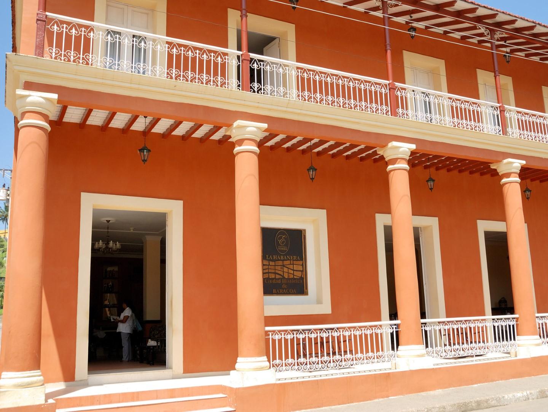 Entrance to La Habanera hotel