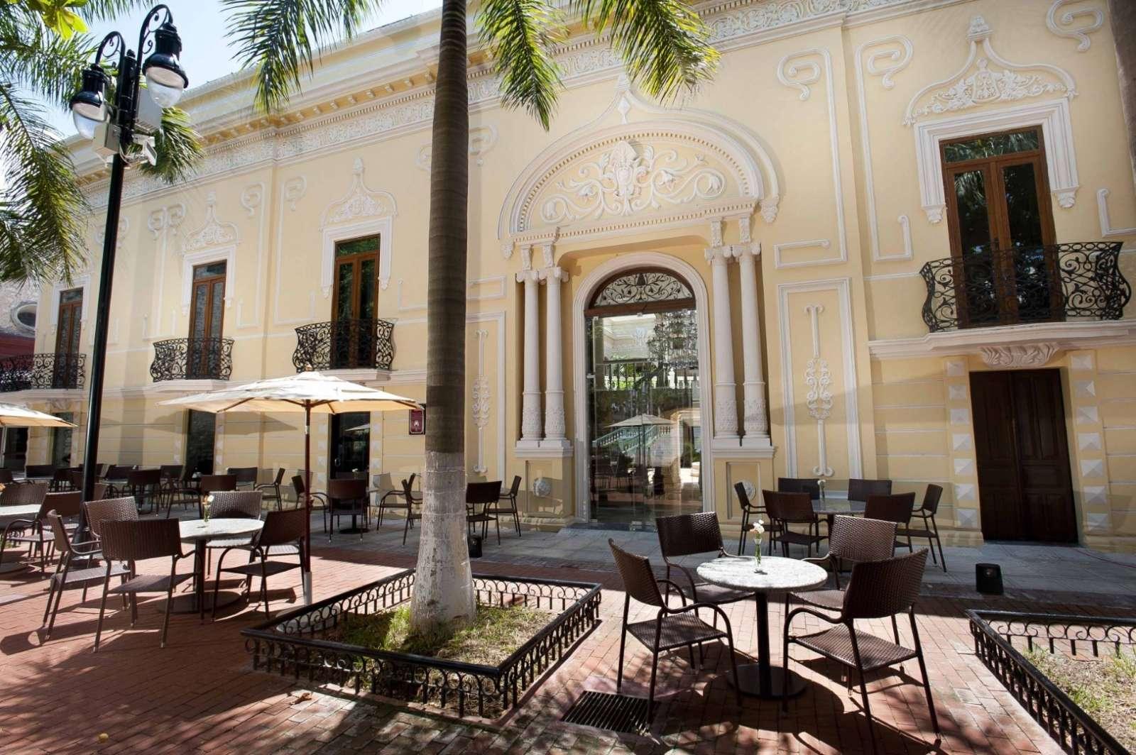 Park cafe at hotel Mansion Merida
