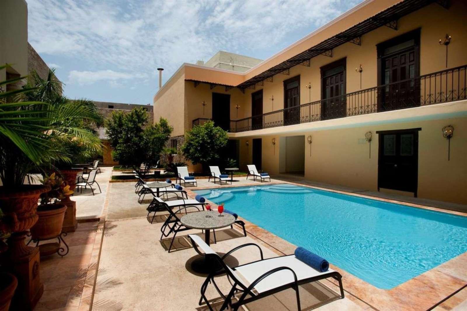Swimming pool at hotel Mansion Merida