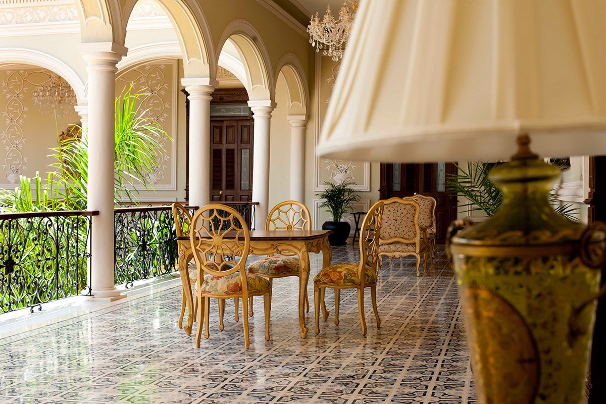 Table chairs at hotel Mansion Merida