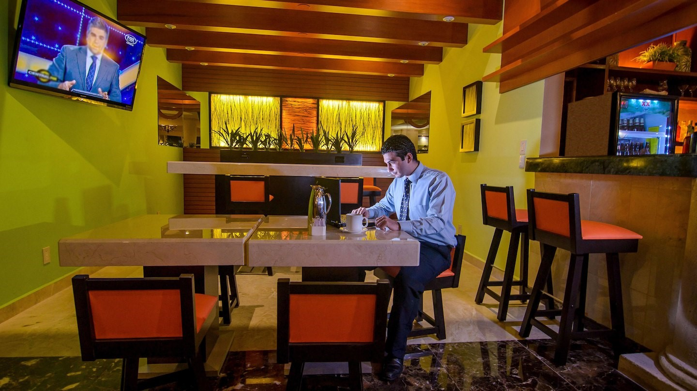 Bar at Marriott Courtyard Cancun