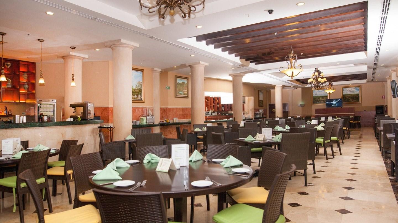 Restaurant at Marriott Courtyard Cancun