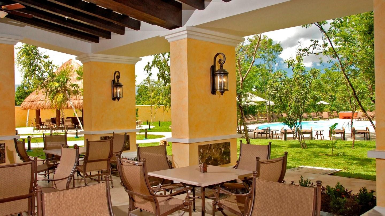 Terrace at Marriott Courtyard Cancun