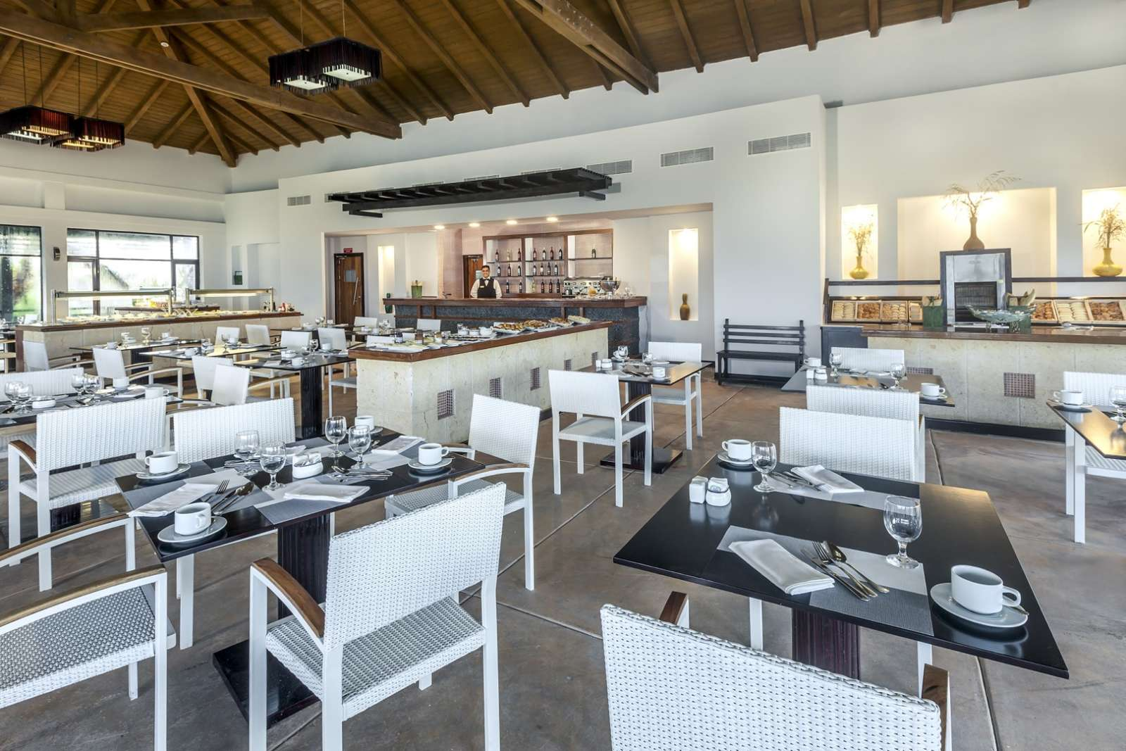 Casual dining at Melia Buenavista