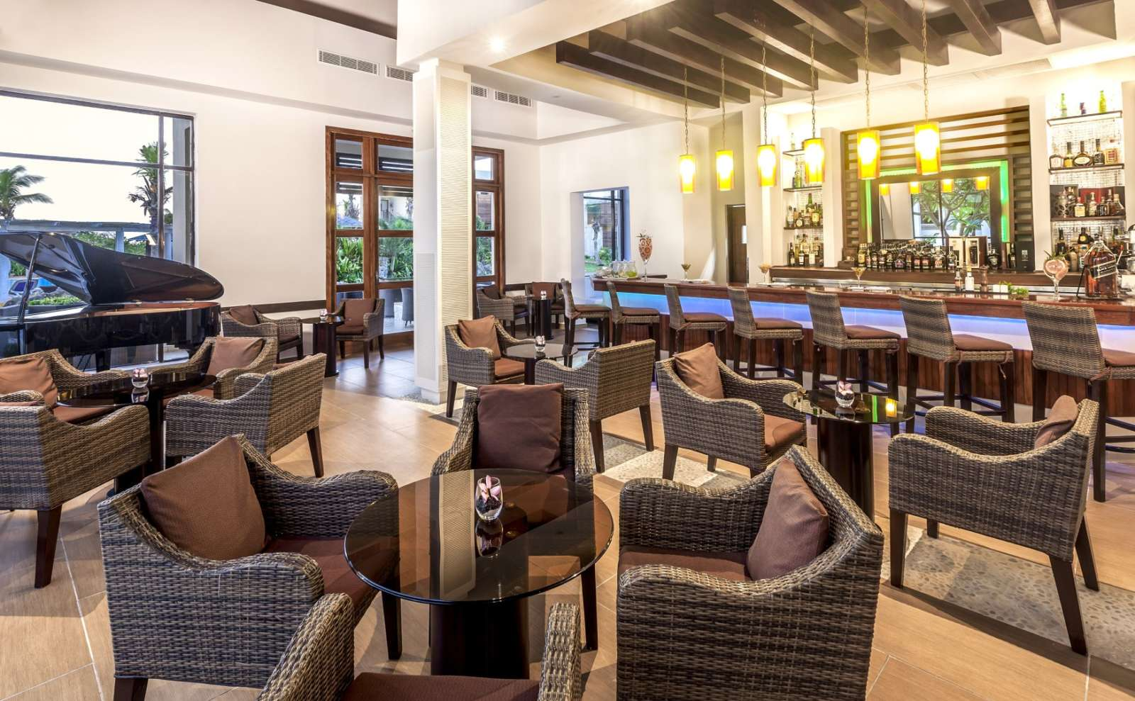 Piano bar at Melia Buenavista