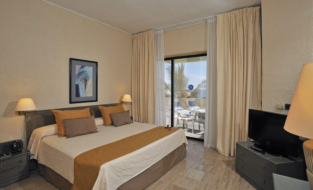 Bedroom at hotel Melia Las Americas