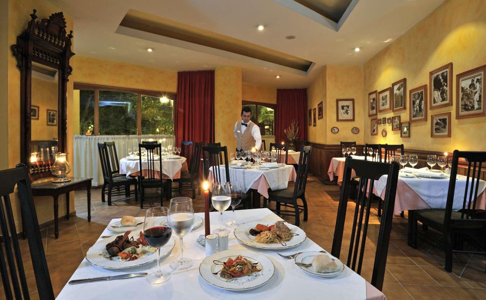 Isabelica Restaurant at Melia Santiago