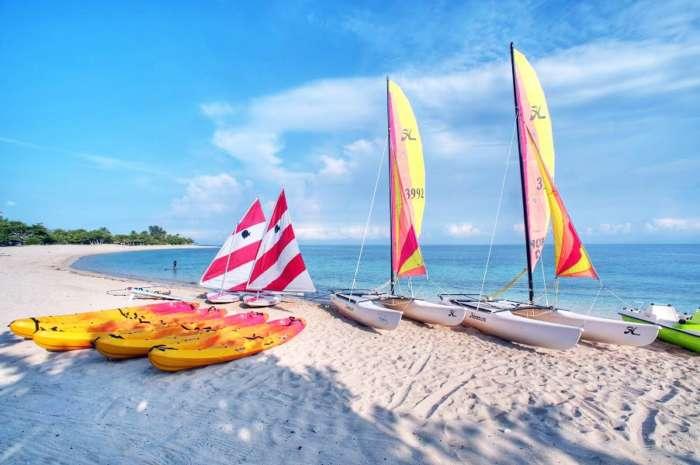 Boats and kayaks at Memories Jibacoa