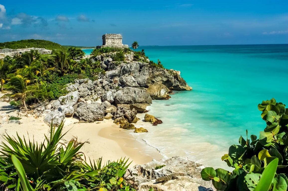 Mayan ruins overlooking the Caribbean at Tulum