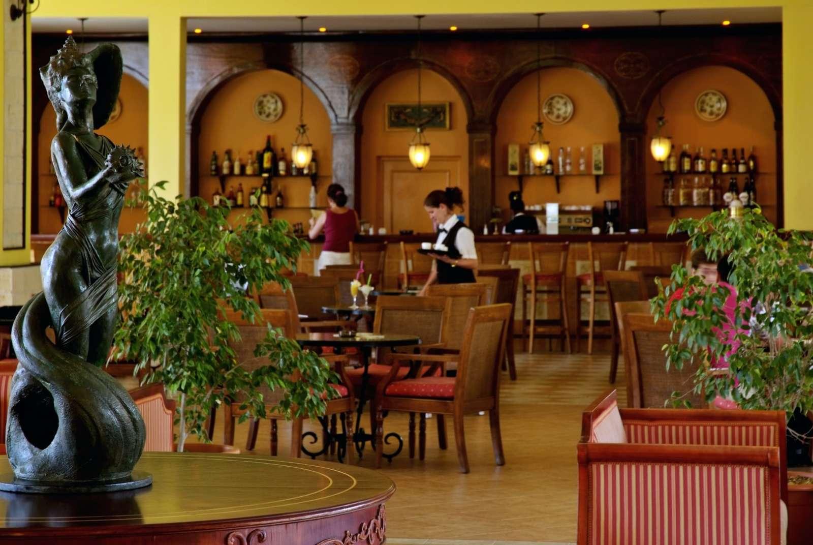 Lobby bar at Paradisus Princesa Varadero